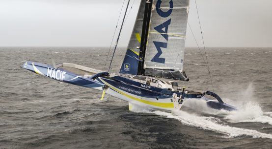 Ultim 32/23 trimarans face off